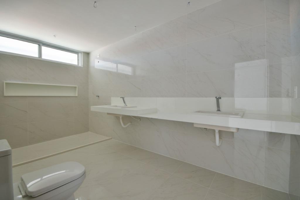 Casa com 4 dormitórios à venda, 360 m² por R$ 1.800.000