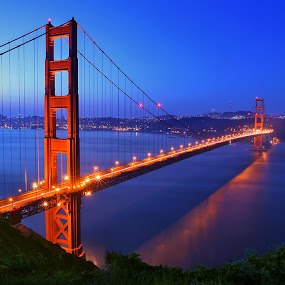 A Classic View of Golden Gate Bridge by Al Juniarsam  - Buildings & Architecture Bridges & Suspended Structures ( golden gate bridge, marine highland, san fransisco, bridge, golden gate )