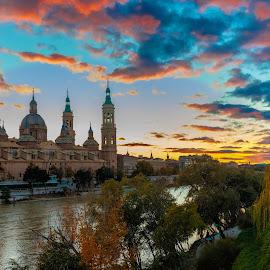 by Roberto Gonzalo Romero - City,  Street & Park  Vistas