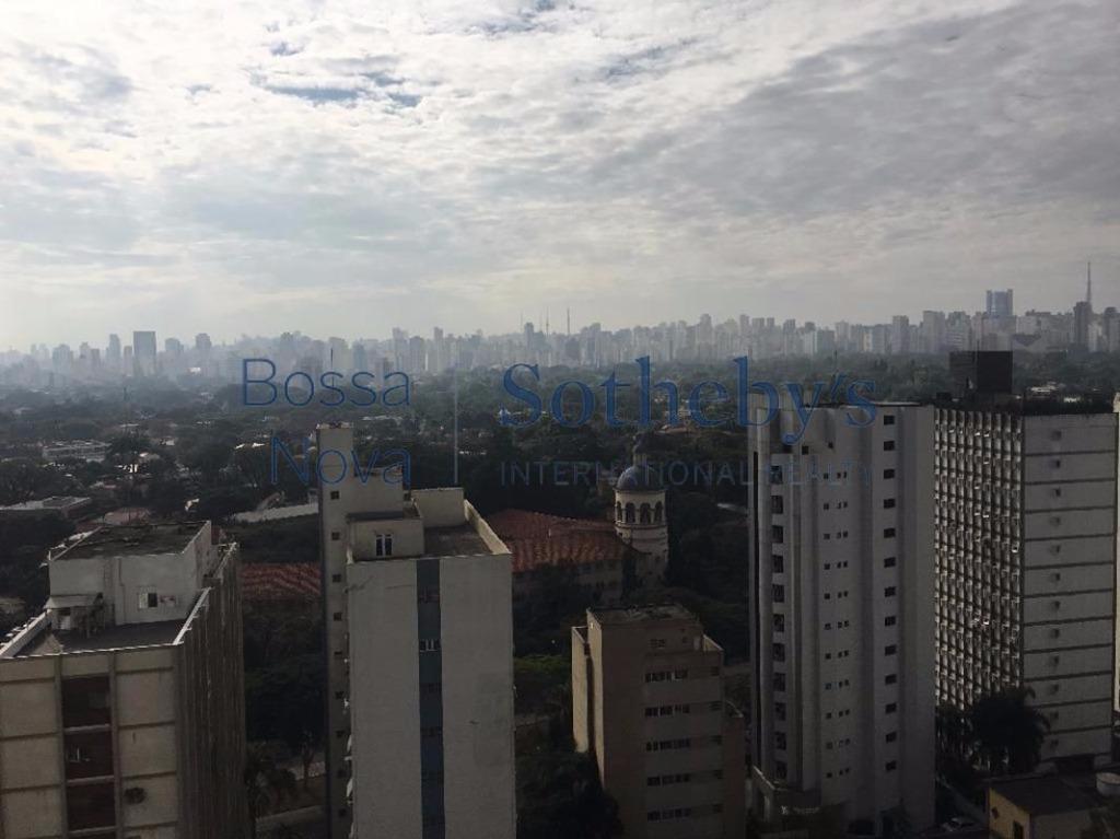 Apartamento impecável mobiliado para locação no Itaim Bibi.