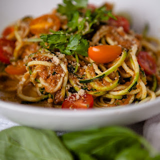 Raw Tomato Garlic Sauce with Zucchini Noodles