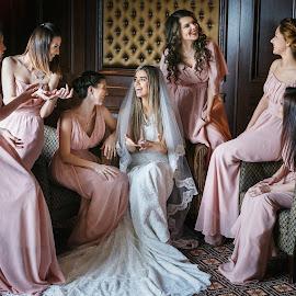 Pink laugh by DMYTRO SOBOKAR - Wedding Getting Ready ( bridesmaids, sobokar.com, wedding photography, laugh, preparation, wedding day, wedding, dresses, pentaxk1, penk, wedding dress, sobokar, wedding photographer, bride )