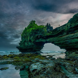 Batu Bolong Temple in Bali by Ade Irgha - Landscapes Travel ( temple, explore bali, sunset, batu bolong, beach )