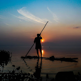 Day begins... by Karthikeyan Chinnathamby - Landscapes Waterscapes ( canon, water, reflection, waterscape, 1100d, silhouette, people, chennai, sun, sky, color, chengalpattu, karthikeyan, india, sunrise, black, tamilnadu )