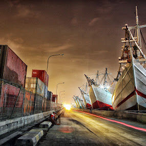HDR style by Henry Pribadi - Transportation Boats ( night, lights )