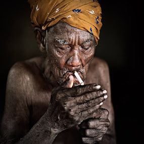 Light a cigarette by Zulkifli Omar - People Portraits of Men