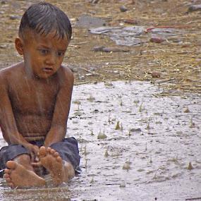 Child in rain by Jaliya Rasaputra - Babies & Children Child Portraits ( boy, rain, cloudy weather, raining, raindrops,  )