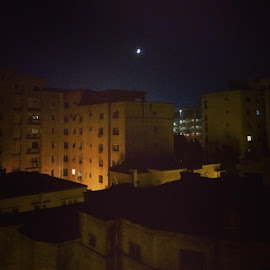 După blocuri suntem eu și luna. Ne înțelegem bine. by Adela Preda - Buildings & Architecture Homes