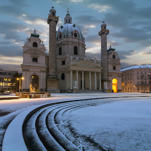 Karlskirche of Vienna 2.jpg