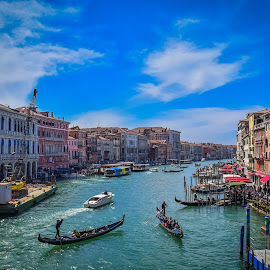 Rialto's view by Mariano Colombotto - City,  Street & Park  Vistas ( clouds, water, old, buildings, venice, tourism, travel, nikon, italy )
