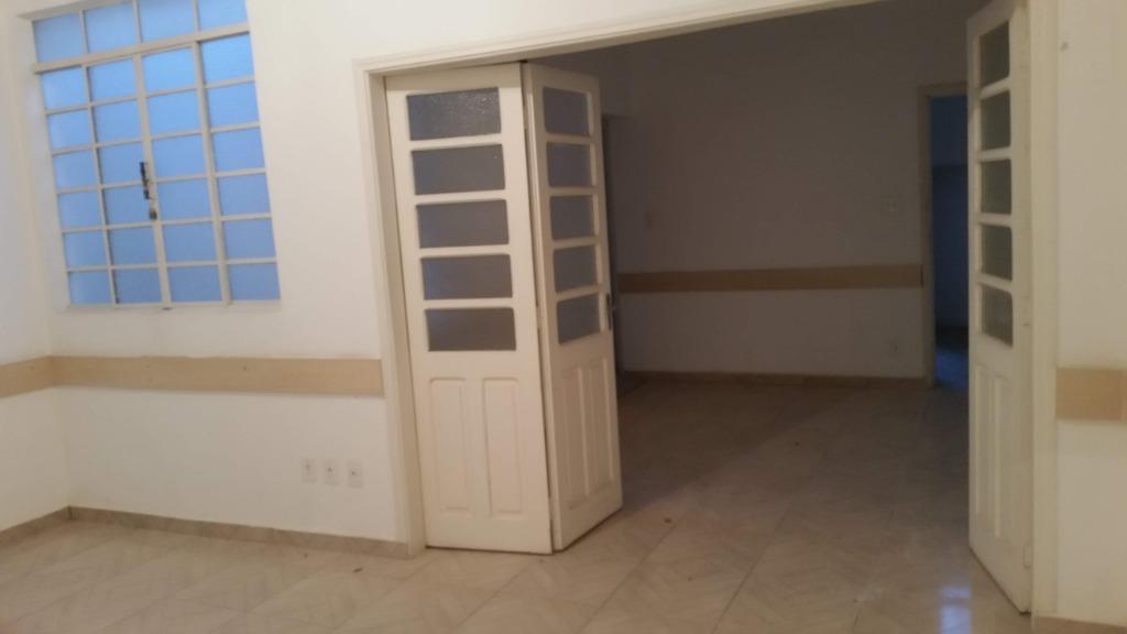 Imóvel no piso superior com 4 quartos e 3 salas grandes para alugar, 70 m² por R$ 2.000/mês - Centro - Bragança Paulista/SP