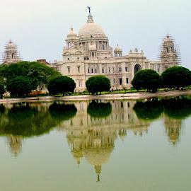Victoria of Calcutta by Er Subhadip Das - Buildings & Architecture Public & Historical ( calcutta, queen victoria, queen, kolkata, victoria, historical, historic, victoria memorial )