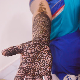 Mehendi  by Kharrnan Palanivelu - Wedding Bride ( henna, mehendi, desig, art, indian, lines, indian bride, bride, curves )