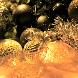 Great Balls on.... by Redski Pictures - Artistic Objects Glass ( balls, silver, shining, light, black )