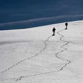 Folow me by Dejan Dajković - People Street & Candids ( snow, trail, hiking )