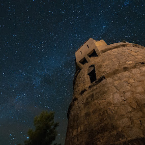Up to the milky way by Inma  Monte Picante - Landscapes Starscapes ( ibiza, tower, pwcstars, san miguel, stars, long exposure, milky way )