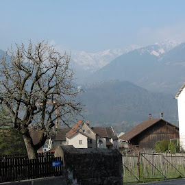 g10_2010041704924 by Serguei Ouklonski - City,  Street & Park  Historic Districts ( countryside, home, old, mountain, range, altitude, no person, house, architecture, travel, landscape, nature landscape, city, mountains, sky, nature, tree, no people, mountain peak, switzerland, alp, hill, building, scenic, graubunden, roof, fair weather, building exterior, outdoors, day, high, built structure, daylight )