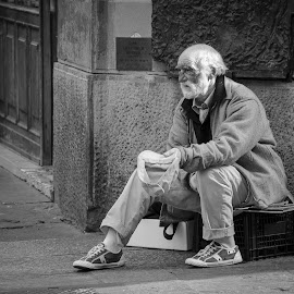by Theo Shilton  - People Street & Candids