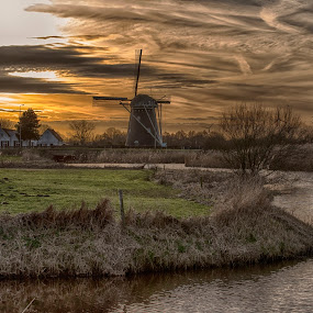curved canal by Egon Zitter - City,  Street & Park  Vistas ( curve, sunset, dutch, historical, house, canal, windmill )
