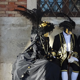 Masked couple chatting in Venice Carnival by Patrizia Emiliani - People Couples ( carnival, venice, mask, couple, italy )