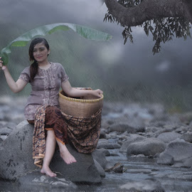 The Girls on the Rain by Gilang Prayoga - Novices Only Portraits & People ( girl, villages, rivers, rain )