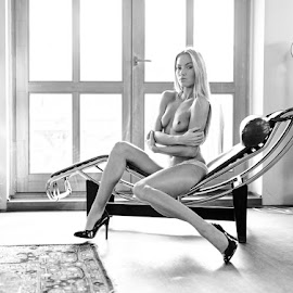 *Veronika 1* by Mika Leinonen - Nudes & Boudoir Artistic Nude ( pose, statue, couch, nude, black and white )