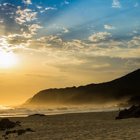 Light Rays by Tyhe Reading - Landscapes Beaches ( colour, water, clouds, sky, pentax, sunrise, beach, morning )