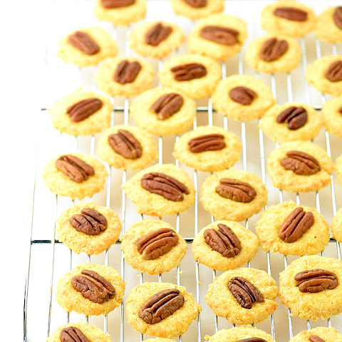 Homemade Cheese Crackers with Pecans