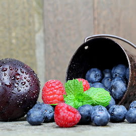 by Dipali S - Food & Drink Fruits & Vegetables ( blueberry, fresh, raspberry, fruits, mint, plum )