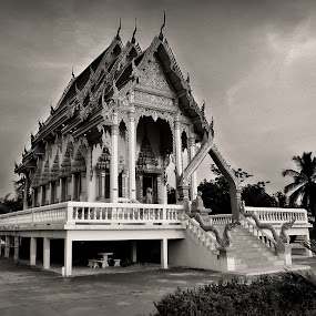 Ban Suan Mon Temple.Thailand.B/W. by Ian Gledhill - Buildings & Architecture Other Exteriors ( black and white, b&w, portrait, people, city, photography,  )