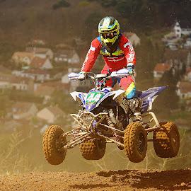 Rush dans la poussière by Gérard CHATENET - Sports & Fitness Motorsports
