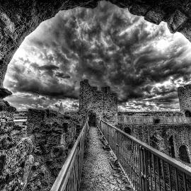 ROCHESTER by Gjunior Photographer - Black & White Buildings & Architecture ( castle, historical, architecture, blackwhite, landscapes )