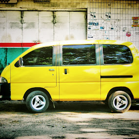i'm not bumblebee by Luther Lumentah - Transportation Automobiles ( car, canon, lutherweb, mobil, kuning, luther, transportation, yellow, lumentah, transportaso, a800, indonesia, daihatsu )