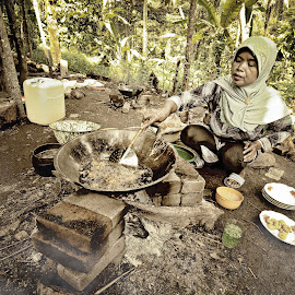 4:20 photography by Febri Andes - People Street & Candids ( #human #interest #women #cook #culture )