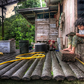 Reading by Zulkifli Yusof - People Street & Candids ( melayu, village, read, kampung, kid )