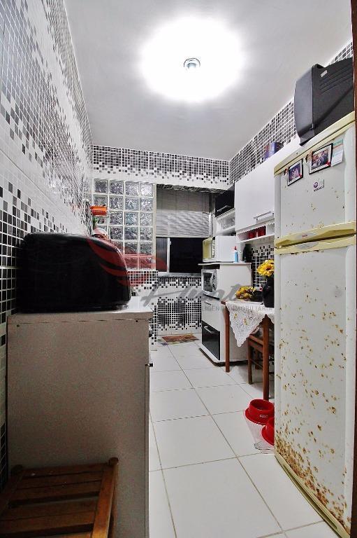 Apartamento ao lado da redenção com 2 dormitórios na Cidade Baixa em Porto Alegre.  Apartamento com 2 dormitórios, piso em porcelanato, sol em boa parte da manhã na sala e em boa parte da tarde em um dos quartos e na área de serviço. Bem conservado com pintura e reforma recentes.  Prédio com 3 andares passando por reformas, terá toda sua parte interna renovada e interfone.  Ótima Localização: 150m Academia 200m da Redenção 230m do Shopping Nova Olaria 400m do Zaffari Lima e Silva  Atendimento com Jorge Canto (51)9.8280.8208 (Tim/WhatsApp)