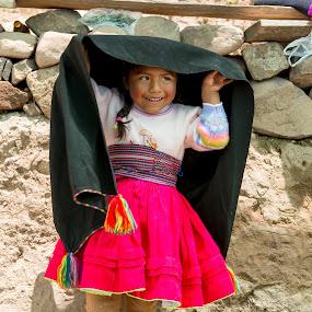 puno girl by Hezi Shohat - Babies & Children Child Portraits ( peru, puno, 17-55, titicaca, nikon )