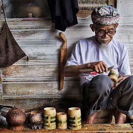 bamboo cup maker by Azal Akasyah - People Portraits of Men ( old, azalaka, color, crafting, crafter, portraits, culture, portrait )