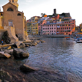 by Felice Bellini - City,  Street & Park  Neighborhoods ( vernazza )