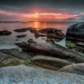 Waiting for sunset | Tanjung Tinggi #wonderfulbelitung....... by Teten Kustendi - Landscapes Sunsets & Sunrises