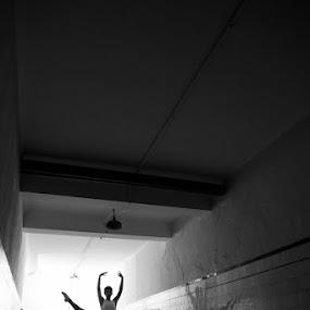 Tauler by Santiago Reis Sgarbi - People Fine Art ( p&b, santiago reis, vinhedo, são paulo, ballet, dance, brasil )