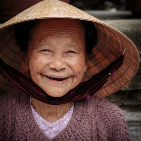 Danang & The Marble Mountain_20150328_14.55.56 by . Reedd2 - People Portraits of Women ( flickr, pagoda, old lady, vietnam, danang )
