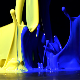 art of music by Harish Khanna - Abstract Water Drops & Splashes
