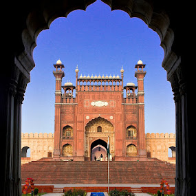 Badshahi Mosque , Lahore  by Yuni  Khan - Buildings & Architecture Statues & Monuments ( pakistan, lahore, badshahi mosque,  )