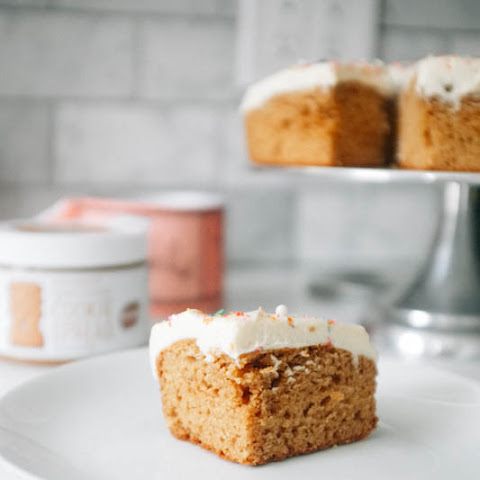 Speculoos Cake with Cream Cheese Frosting