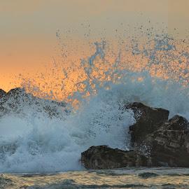 Rompiendo by Fico Stein Montagne - Landscapes Beaches ( tide, wave, summer, sea, playa, ocean, beach, rocks, nikon d7000, golden hour )