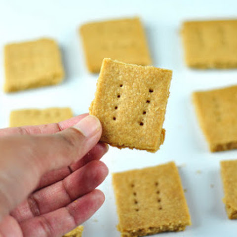 GRAHAM CRACKER - EASY AND CRUNCHY SNACK