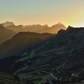 Nad horami svítá... by Miloš Stanko - Landscapes Mountains & Hills ( svítání, hory, dolomites, italy, passo pordoi )
