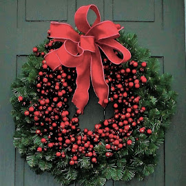 Christmas Wreath by Lauren Ann - Public Holidays Christmas ( holiday, christmas, wreath )