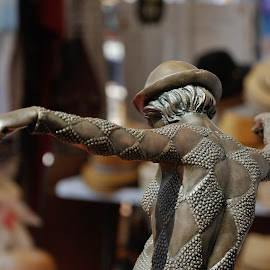 The Hat by Victor Eliu - Artistic Objects Antiques ( detail, statue, artistic, object, art nouveau )